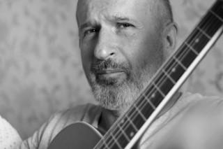 Игорь Гельман с гитарой